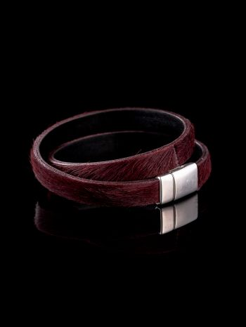 Leather bracelet/necklace with magnet