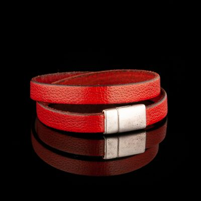 Red leather bracelet/neckace with magnet