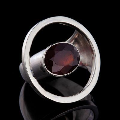 """Sensuality"" garnet silver ring"